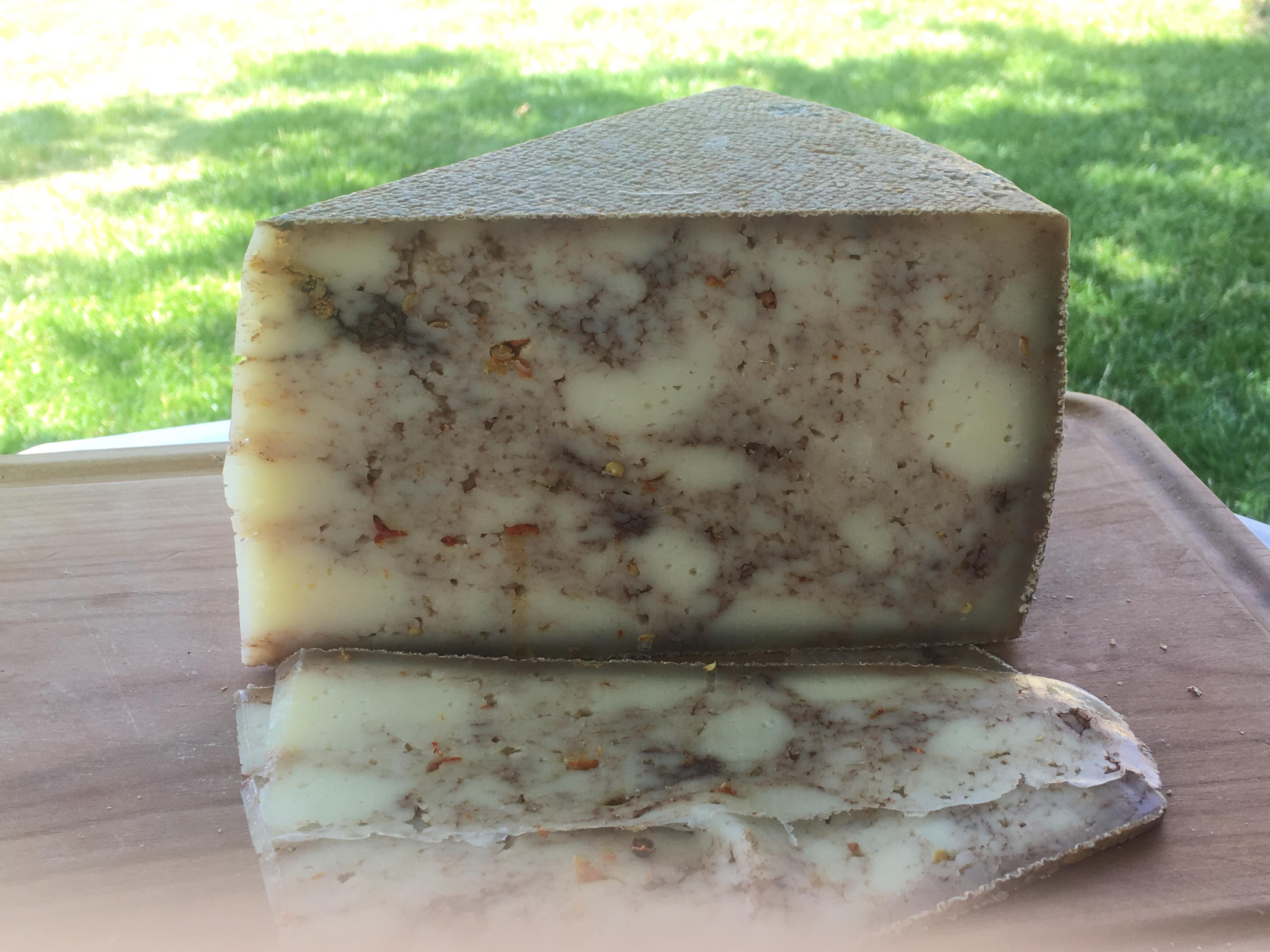 Brânză maturată cu chilli și ciocolată