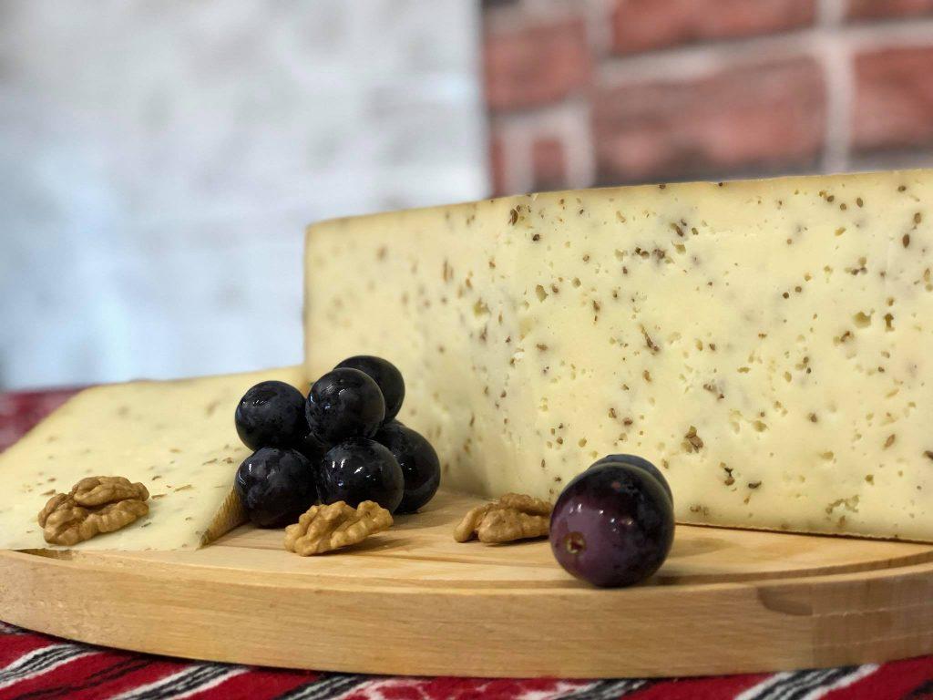 Brânză maturată cu chimen